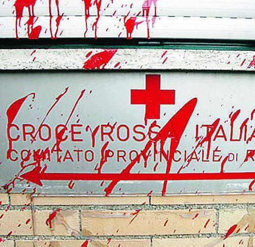Alemanno: «Un vile attacco» Ronchi: «Violenza insensata»
