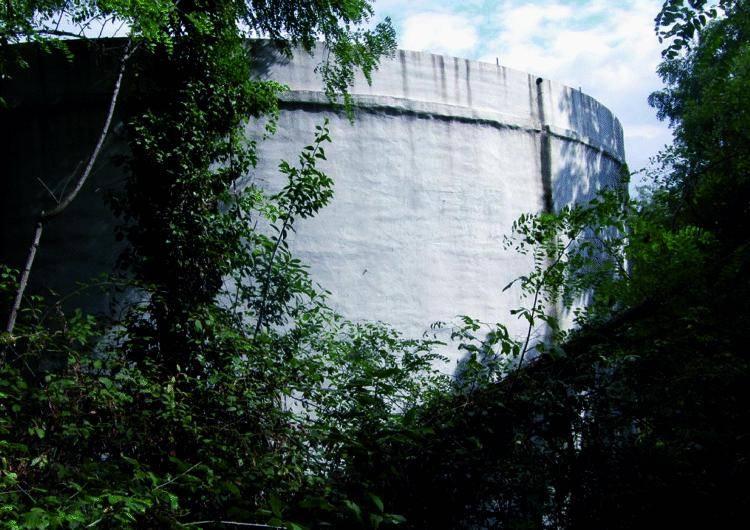 Dai rubinetti di San Biagio l'acqua delle raffinerie