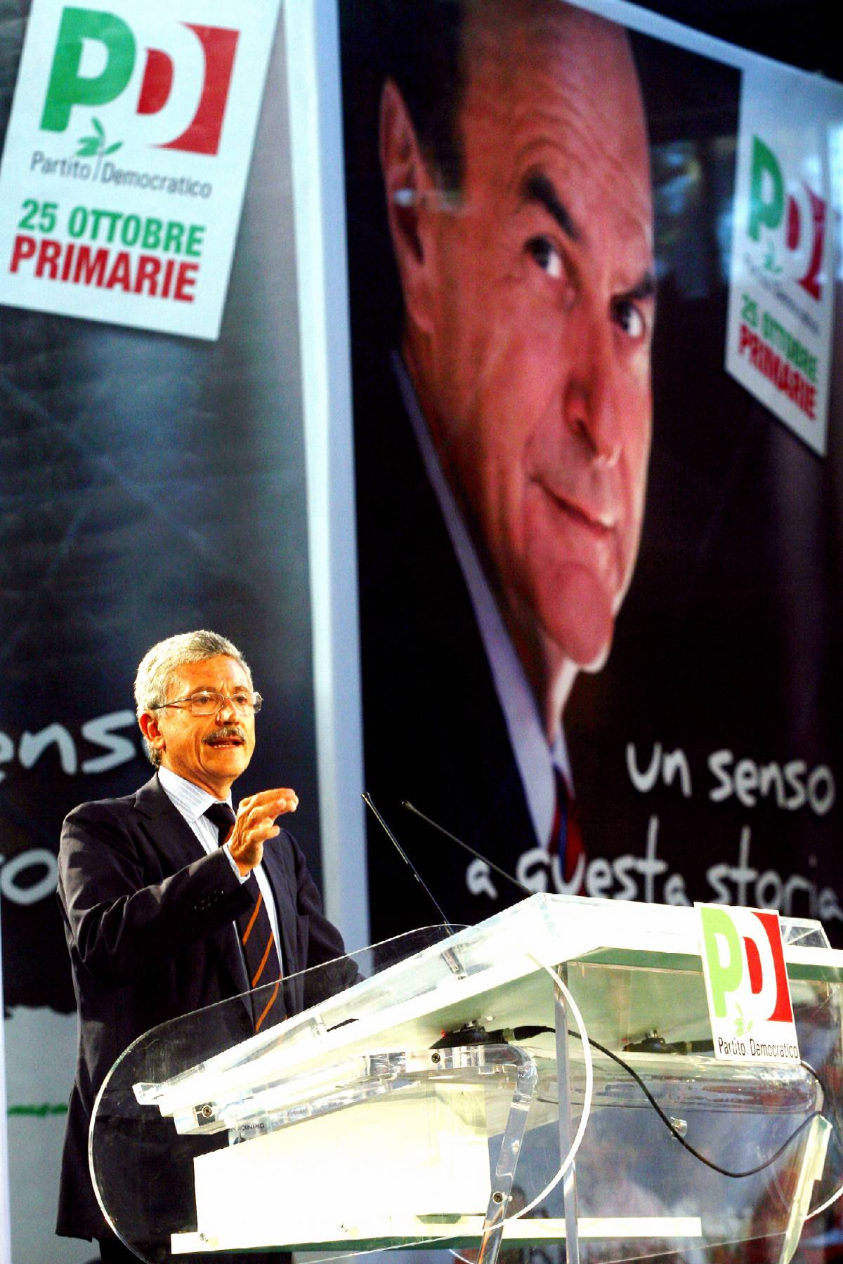 """D'Alema confessa poi si vergogna: """"Sinistra anti-italiana? Sì, anzi no"""""""