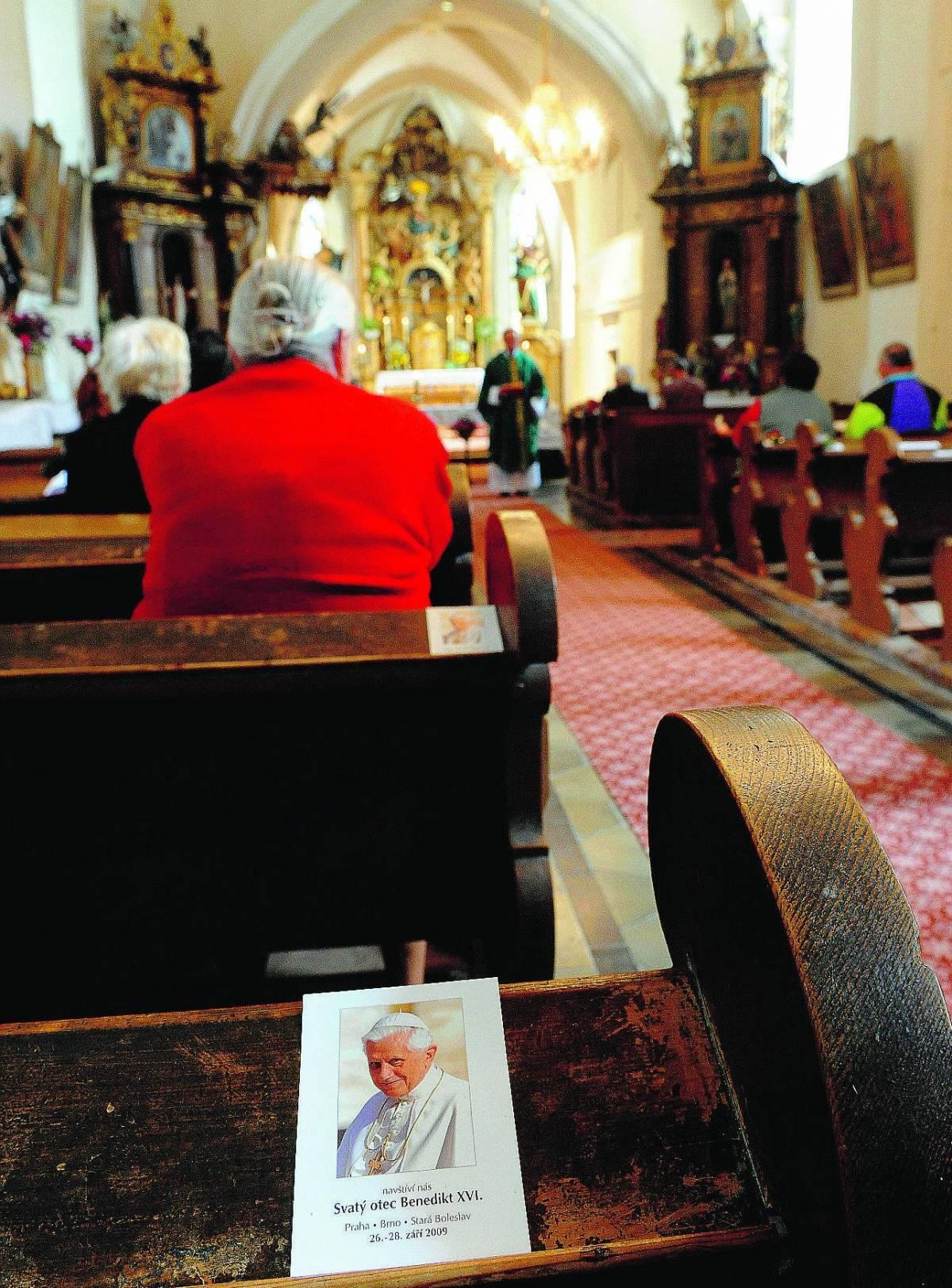 Il Papa in missione nel Paese meno cristiano d'Europa