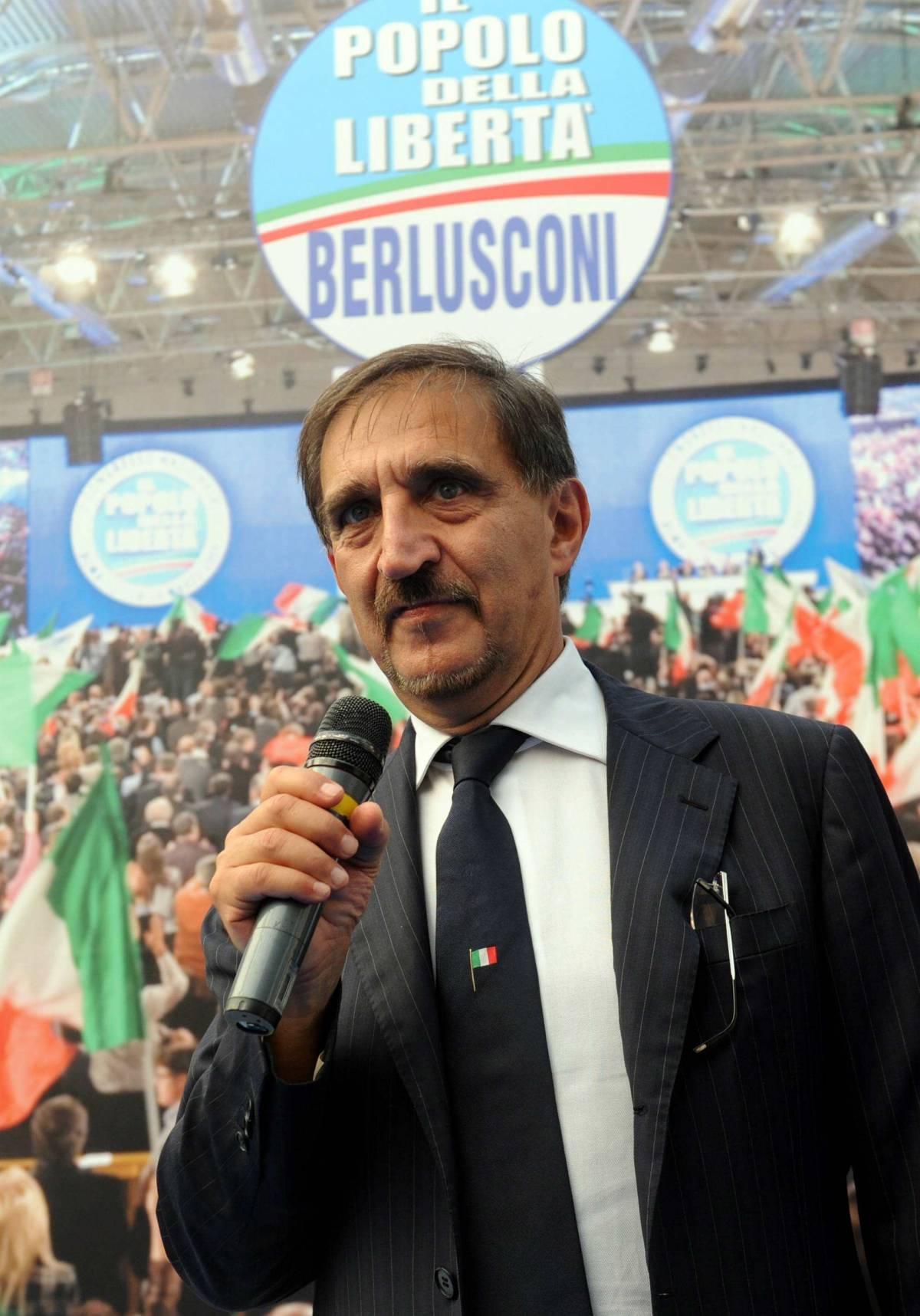 """Il Pdl chiude la stagione dei veleni   """"Basta stranezze tra Fini e Silvio"""""""