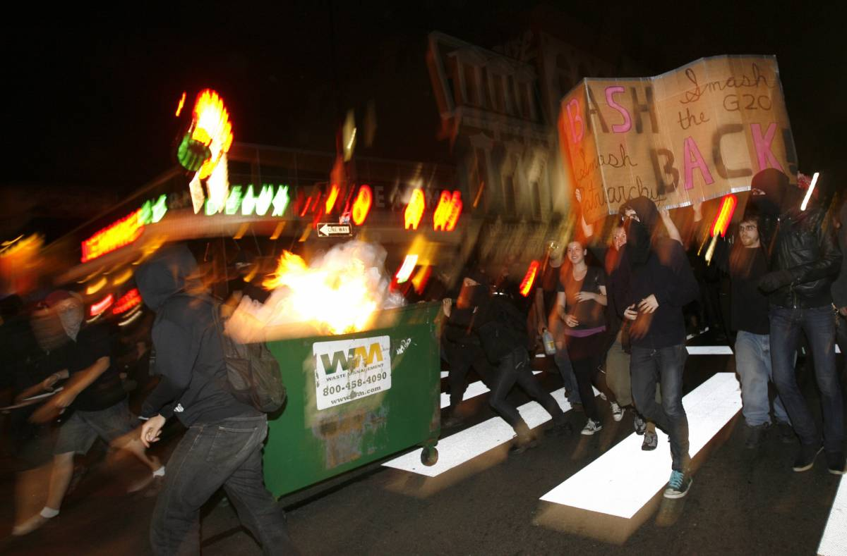 G20, scontri e lacrimogeni tra no global e polizia