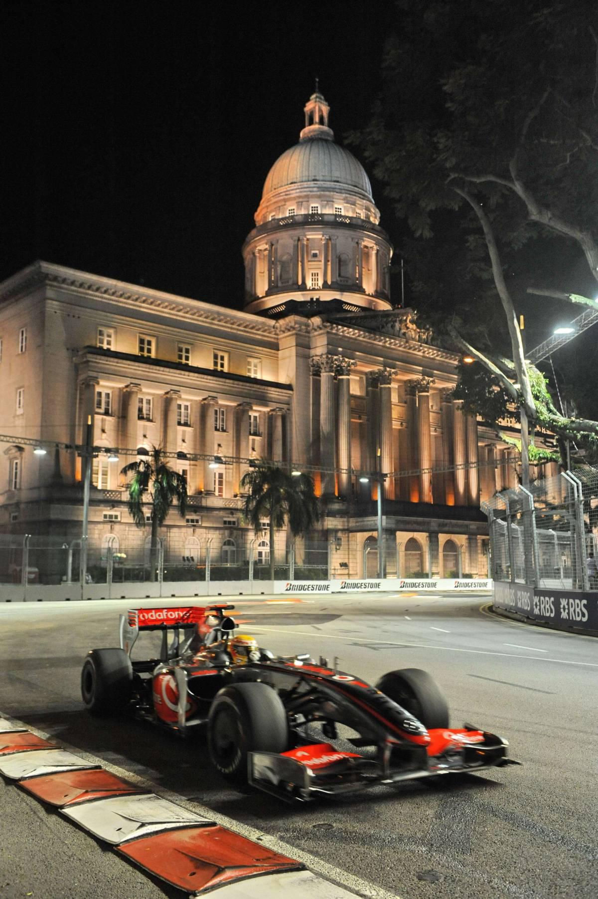 Gp Singapore, Hamilton  in pole davanti a Vettel