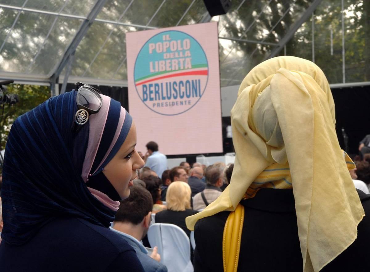 Rasha, tacchi alti e velo giallo «Io, musulmana, sto con Fini»