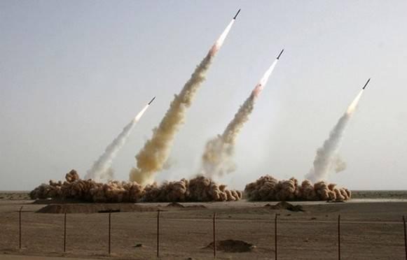 Teheran sfida l'Occidente: lanciati missili