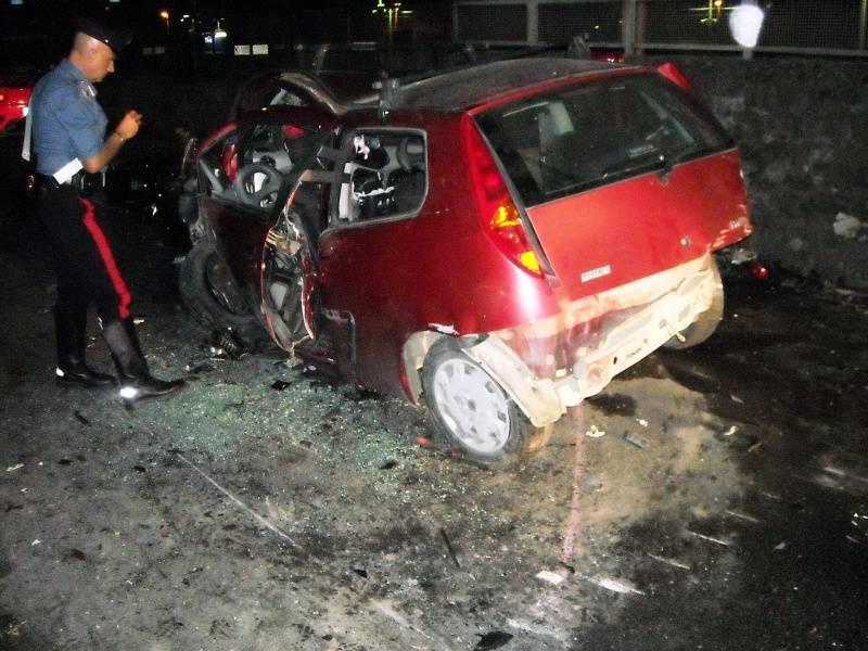 Tivoli, Ferrari si schianta  contro una Punto:  due morti e sei feriti