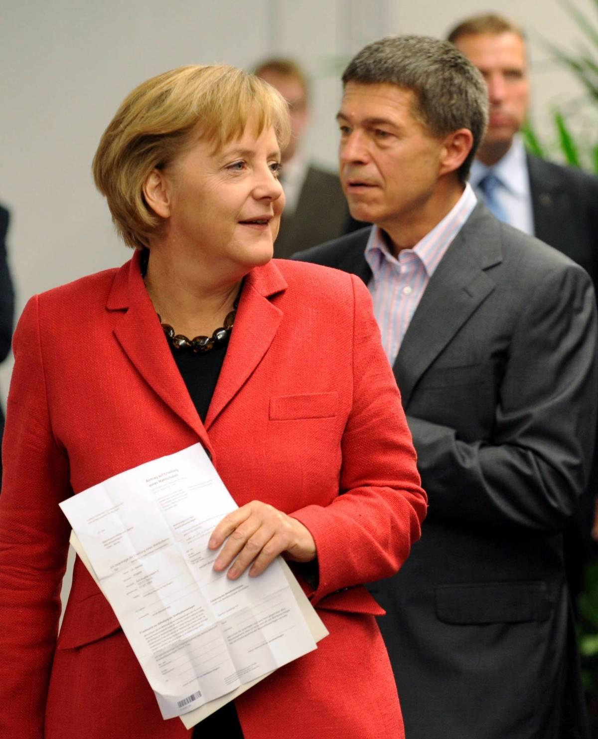 """Germania, la Merkel: """"Possibile governo coi liberali"""". L' Spd crolla"""