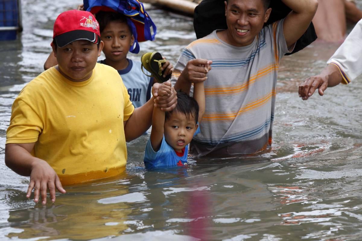 Filippine: il tifone fa 240 morti