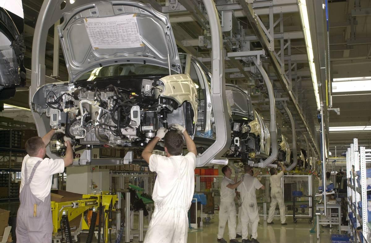 Lavoro, retribuzioni ancora in aumento: +2,4%