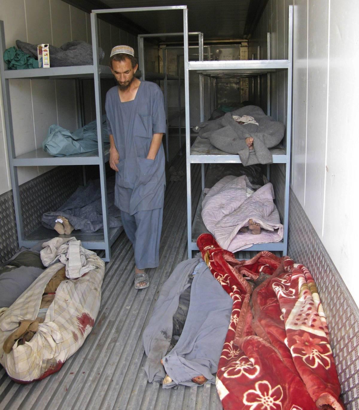 Afghanistan, bus salta in aria: 30 civili morti