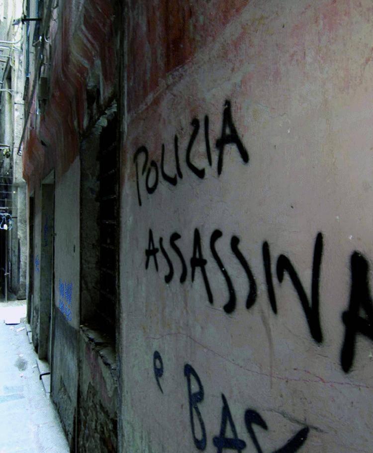 «Via dai muri quelle scritte che offendono i nostri eroi»