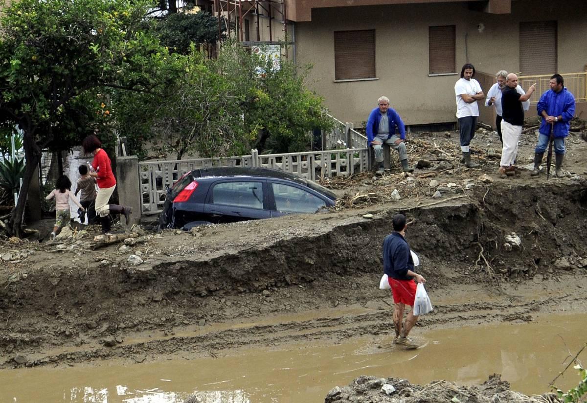 Frane a Messina, si continua a scavare  Berlusconi: ci saranno almeno 50 morti