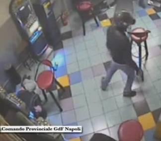 Camorra, in 4 incastrati dal video:  spari al bowling davanti ai bambini