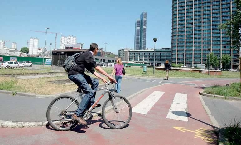 Inaugurata la pista ciclabile Milano-Pavia  Ma i writer rovinano subito i sottopassi