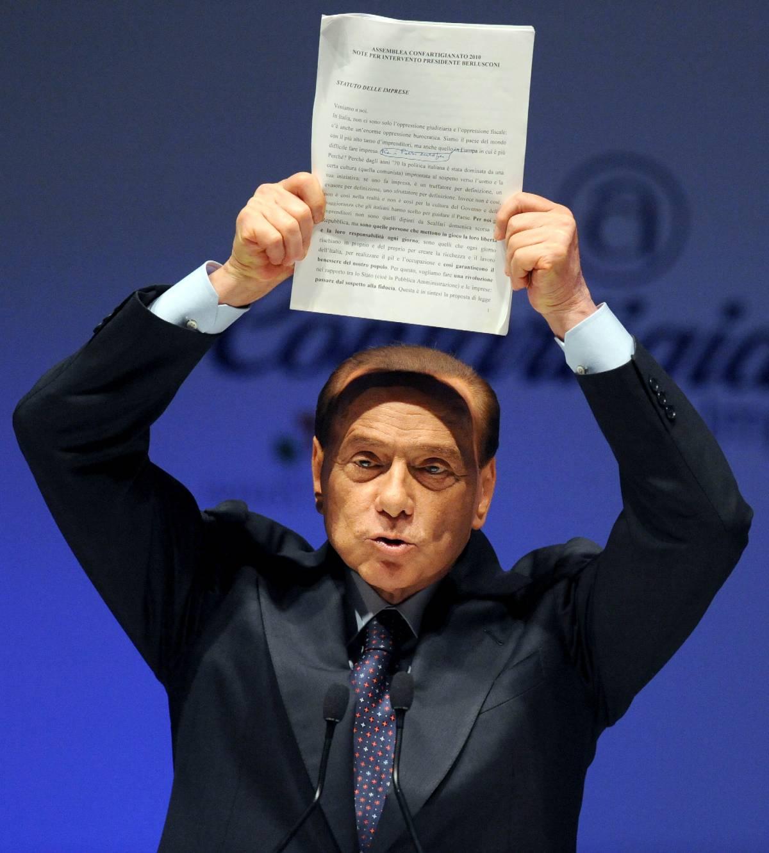 """Premier: """"Infernale governare secondo la Carta""""  E Bossi: """"E' vecchia, per questo la cambiamo"""""""