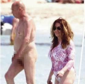 Veronica a Formentera tra i nudisti   E Silvio è nonno per la sesta volta
