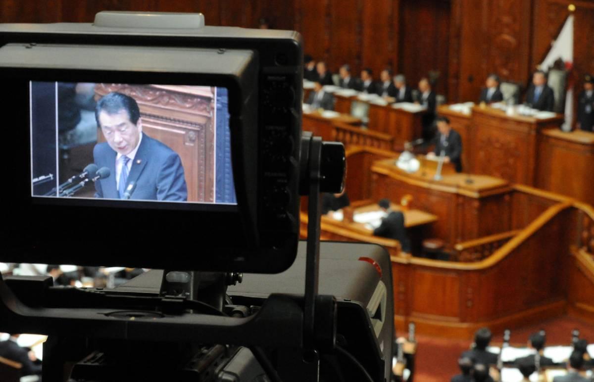"""Giappone verso il default:  la crisi """"mangia"""" la fiducia  Governo verso la riforma"""
