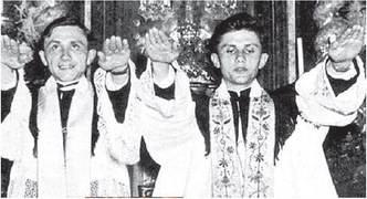 """Le bugie anticattoliche,  ecco a bufala della foto   di Ratzinger """"nazista"""""""