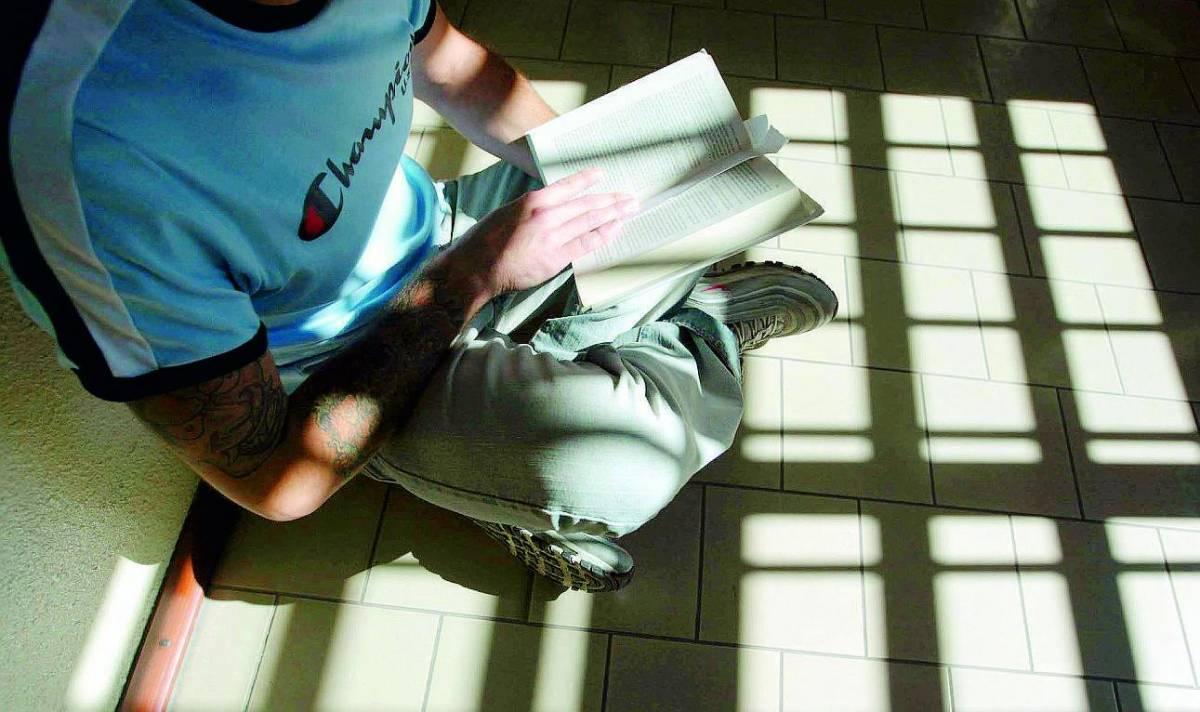 Detenuti e bambini sul palco per aprire le finestre del cuore