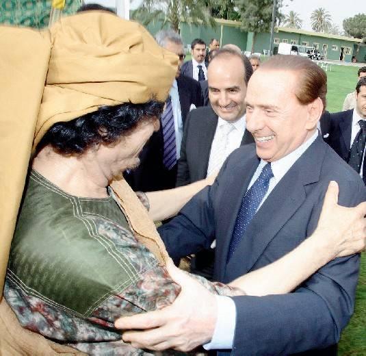 """Blitz in Libia, Berlusconi libera gli """"ostaggi"""""""