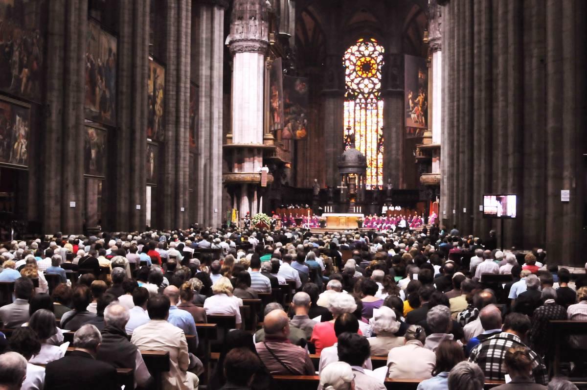 Padovese, 5mila fedeli  e 350 religiosi  per l'ultimo saluto
