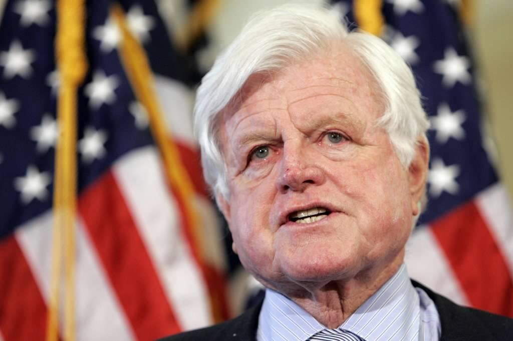 """File dell'Fbi smaschera Ted Kennedy:  """"Orge con Sinatra e Marylin Monroe"""""""