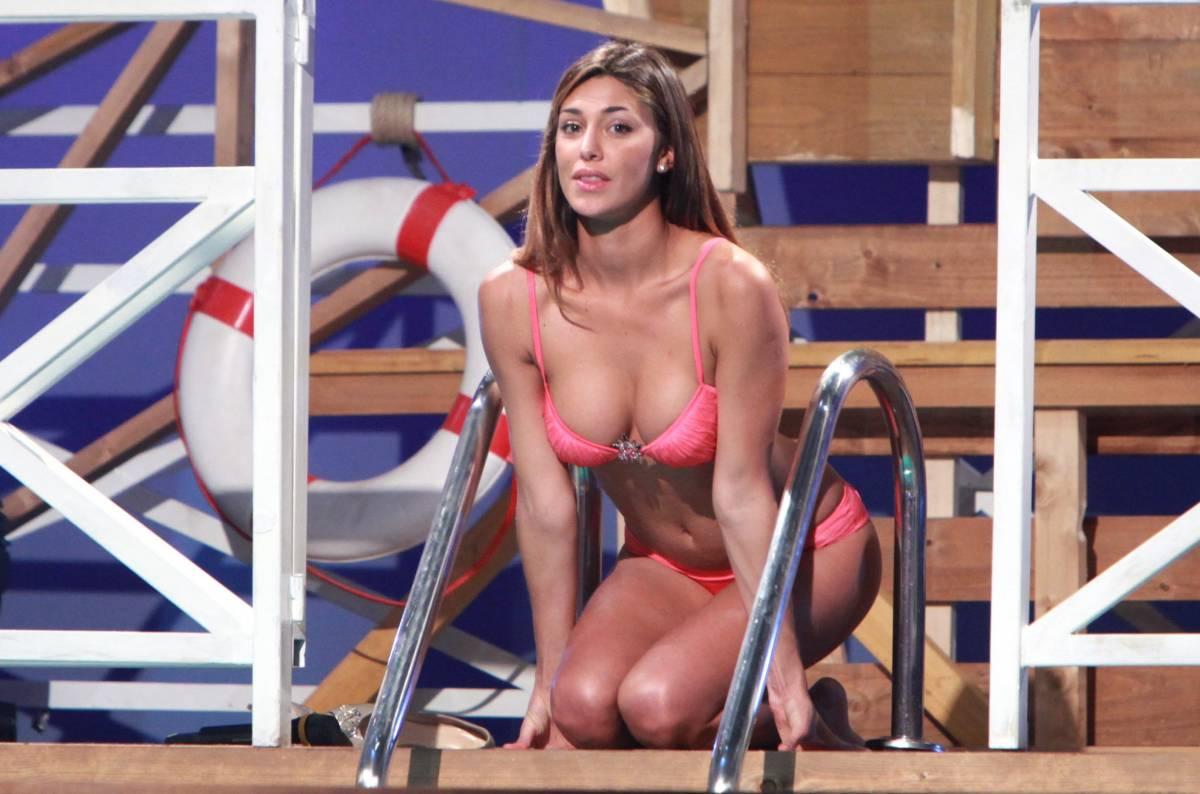 Quando la moglie è in vacanza la tv mette il Bikini