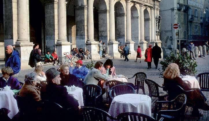 Bergamo Alta come un pollaio:  alle ore 22 tutti a nanna e zitti