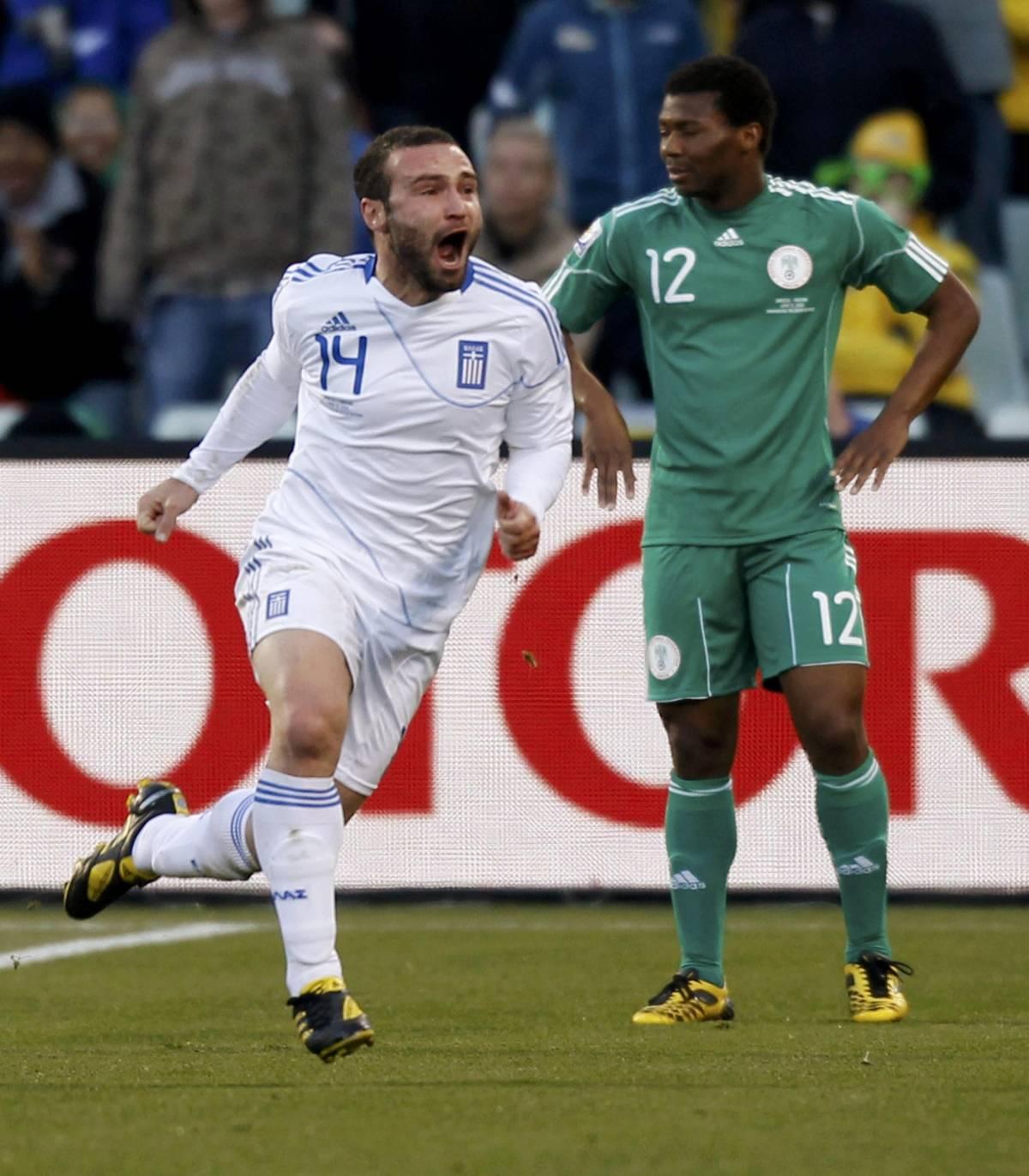 La Nigeria parte bene, poi rimane in dieci  Colpaccio della Grecia (2-1): ottavi possibili