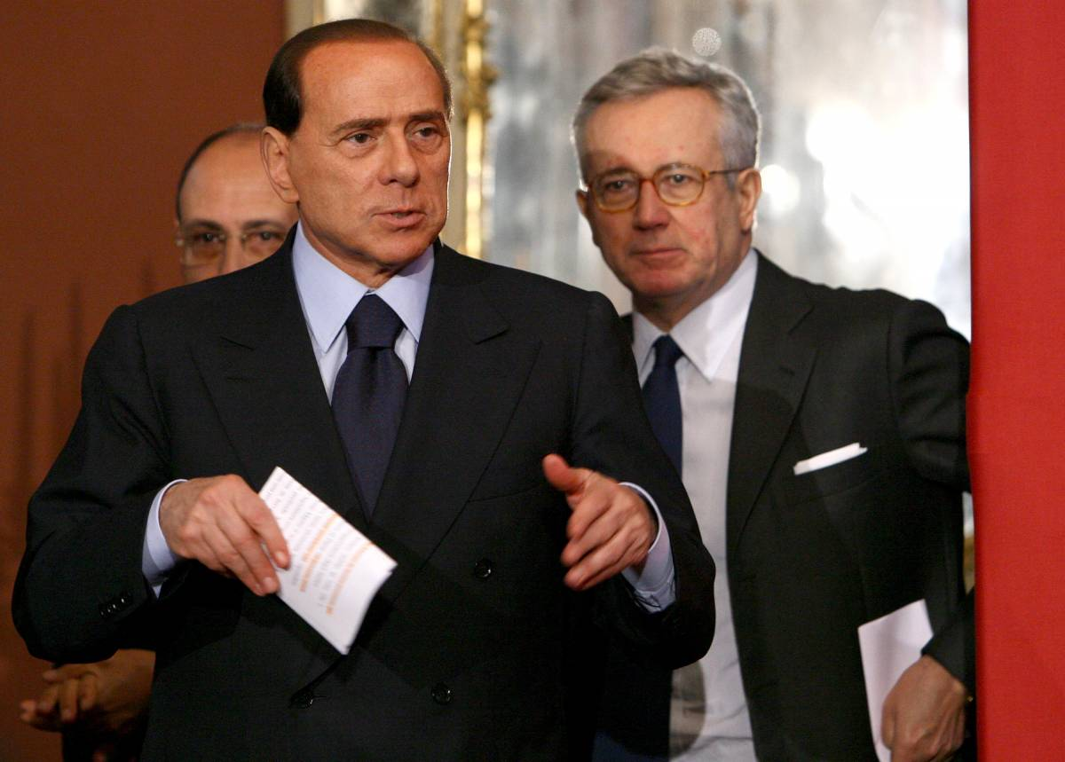 Berlusconi: da Fini niente lezioni di democrazia