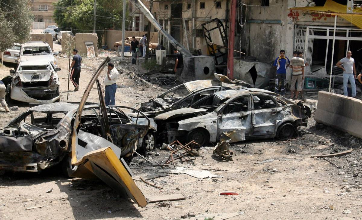 Bagdad, due autobombe  contro una banca d'affari:  26 i morti e 53 i feriti