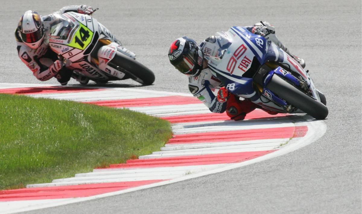 Moto, Lorenzo domina a Silverstone  Dovizioso secondo con la Honda