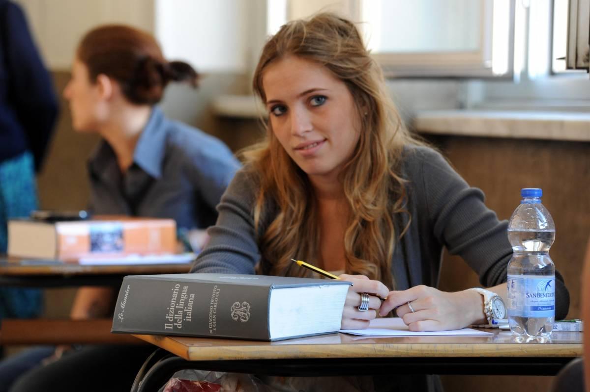 Maturità, via con il tema per 500mila studenti:  la ricerca della felicità al top, le foibe allo 0,6%