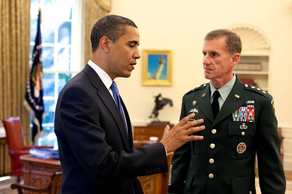 Kabul, lite con la Casa Bianca  Si dimette il comandante Nato