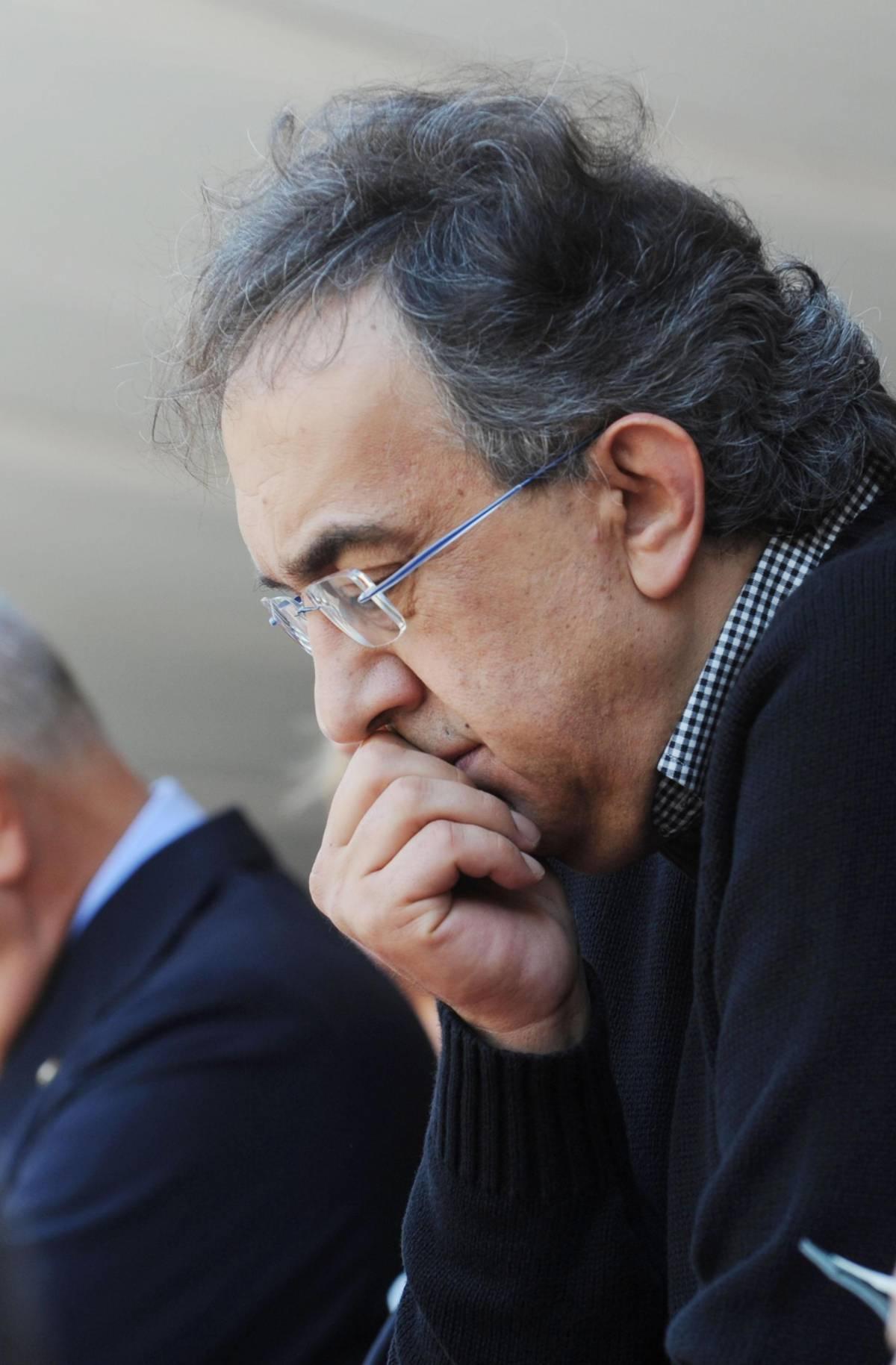 Pomigliano, vince il sì senza plebiscito  Lingotto perplesso: titolo giù in Borsa