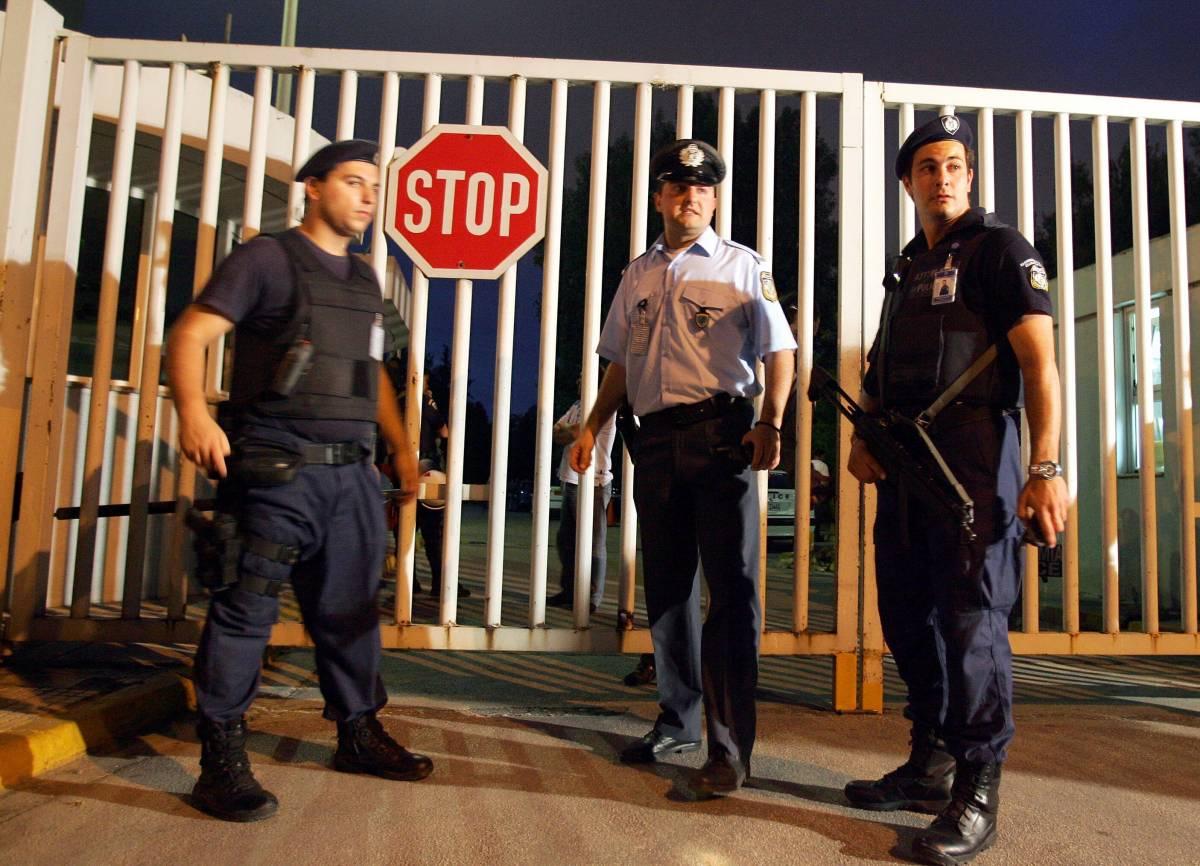 Atene, un allarme bomba  al ministero Economia  Subito evacuato il palazzo
