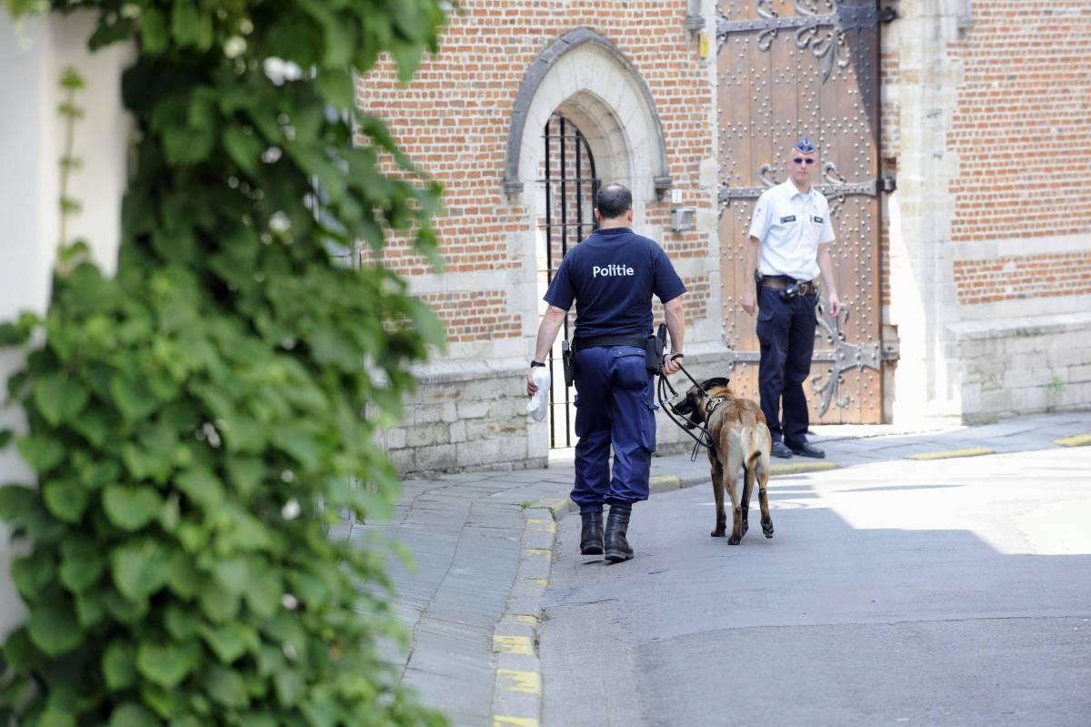 """Pedofilia, a Bruxelles perquisita anche le tombe  La protesta del Vaticano: """"Un metodo irrituale"""""""