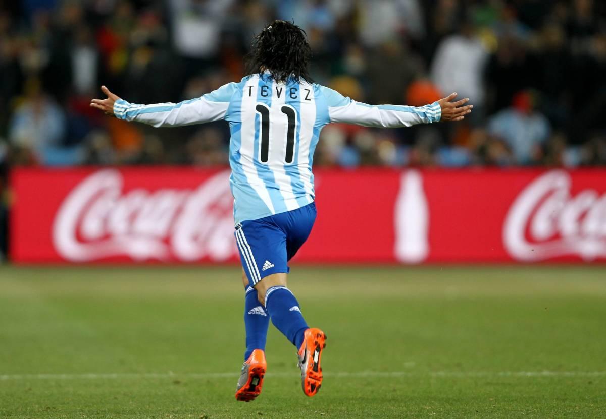 All'Argentina di Maradona basta un tempo  Messico, rabbia su Rosetti: 1-0 irregolare