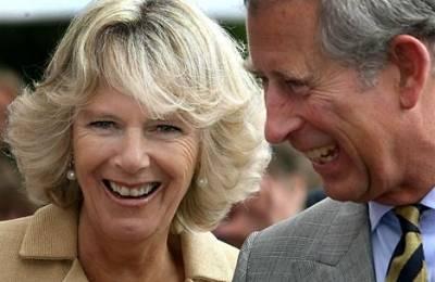 Carlo e Camilla nella tormenta