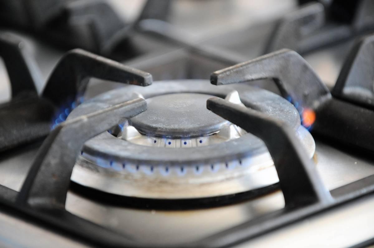 Tariffe sempre più care  rincari sul gas del 3,2%  Ma la luce cala: -0,5%