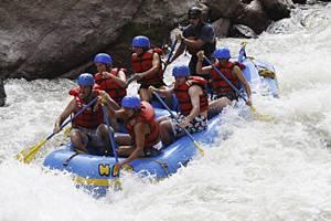 """Valle d'Aosta, rafting:  si ribalta un gommone  """"Salvati i 5 dispersi"""""""