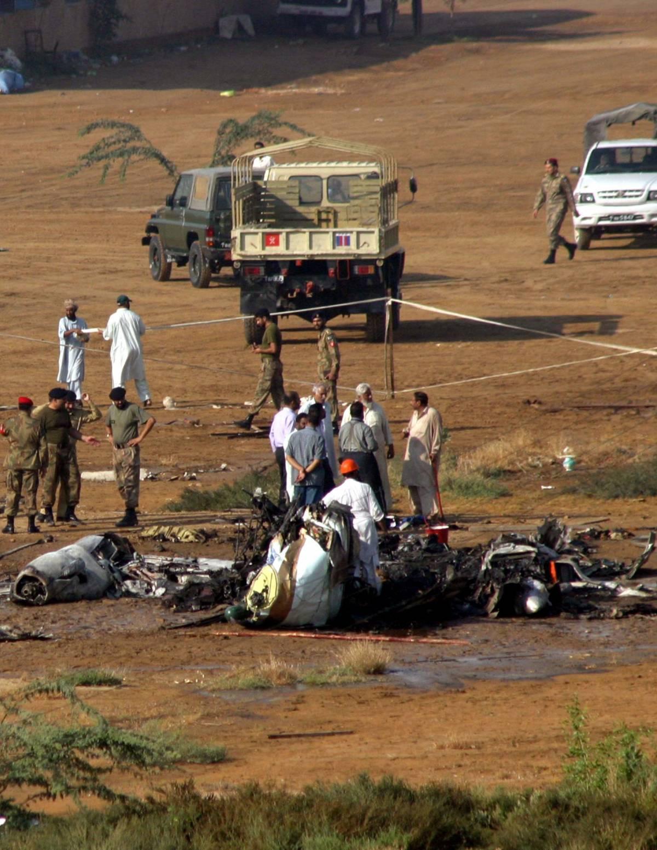 Pakistan, cade aereo noleggiato dall'Eni: tra i 21 morti anche un italiano