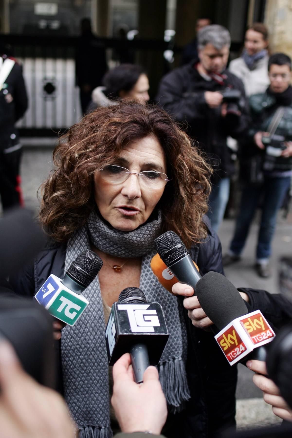 """Ruby, il pm Fiorillo: aggirate le mie disposizioni  Ma il ministro Maroni querela: """"Diffamazione"""""""
