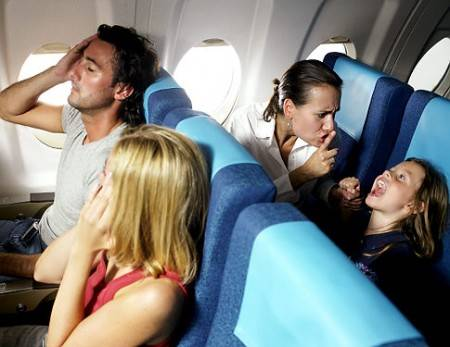 """Ryanair introduce i primi voli vietati ai bambini:  """"In aereo sono dei piccoli mostri"""" Dì LA TUA"""