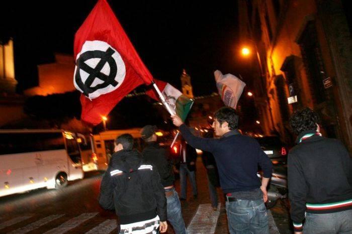 Cassazione: mostrare simboli fascisti allo stadio è un reato