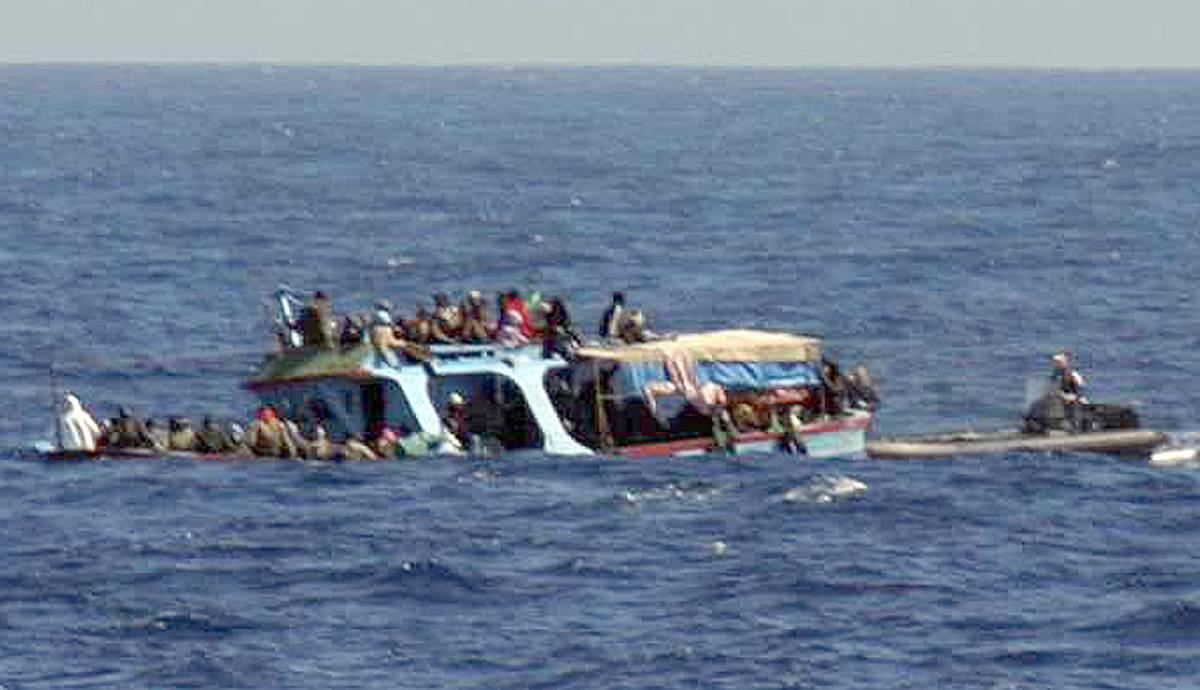 Continuano gli sbarchi  Lampedusa al collasso:  ogni ora 100 immigrati