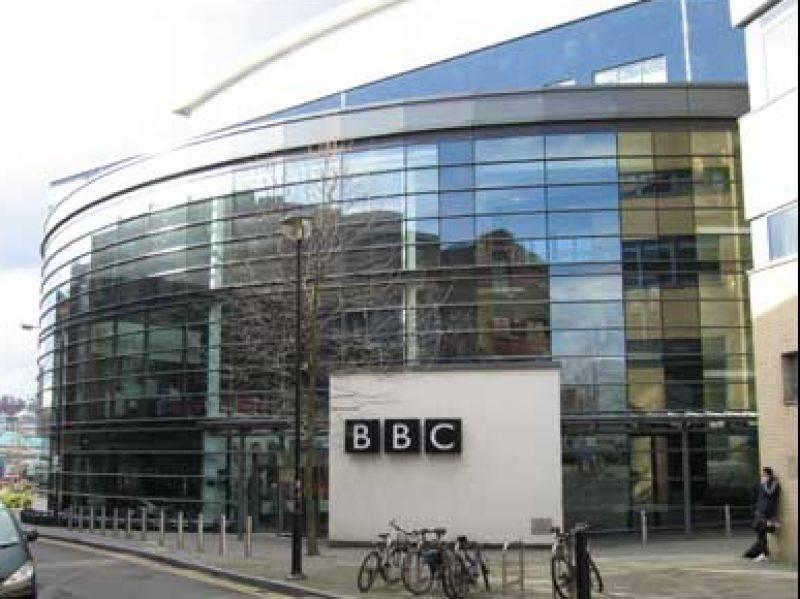 """Gb, la Bbc trasmette la morte di un uomo  E' polemica, ma la tv si difende: """"E' scienza"""""""