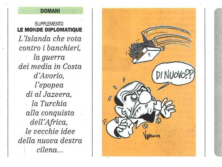 Il buon gusto di Vauro:  tira un'altra statuetta  sulla testa di Berlusconi