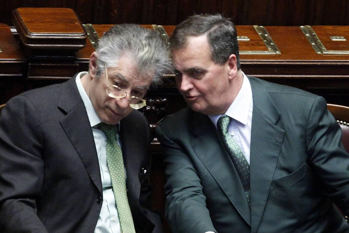 """Ministeri al Nord, la Lega preme  Il Pd: """"Bossi fa accattonaggio"""""""