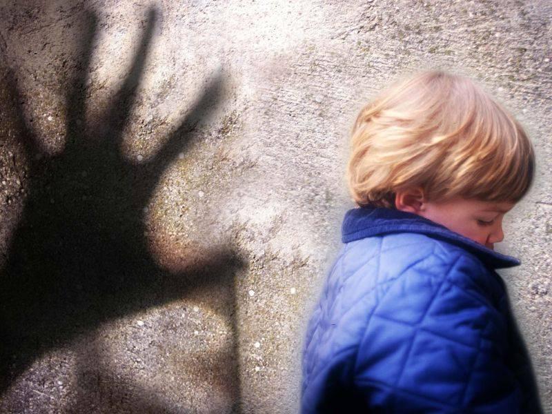 Viterbo, abusava delle nipotine di 8 e 10 anni  Arresti domiciliari per il nonno paterno